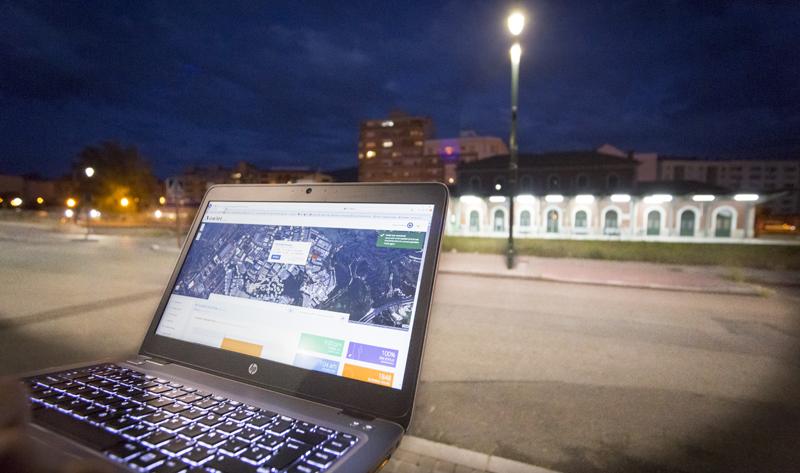 El sistema de telegestión Owlet IoT permite el control de cada punto de luz a través de dispositivos móviles.