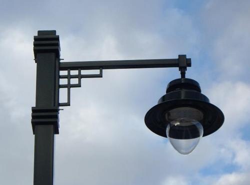 Luminaria ornamental Álbany que se adapta a la estética de la ciudad de Alcoy.