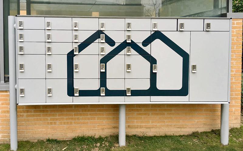 Buzones inteligentes instalados en viviendas para recibir compras online. A través de una aplicación móvil, el usuario recibe notificación de la llegada de su paquete que podrá recoger con un código que la App facilita.