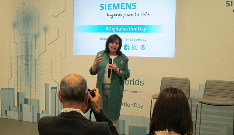 """Rosa Garccía, CEO de Siemens, destacó la importancia de la """"unión del mundo real y virtual""""."""