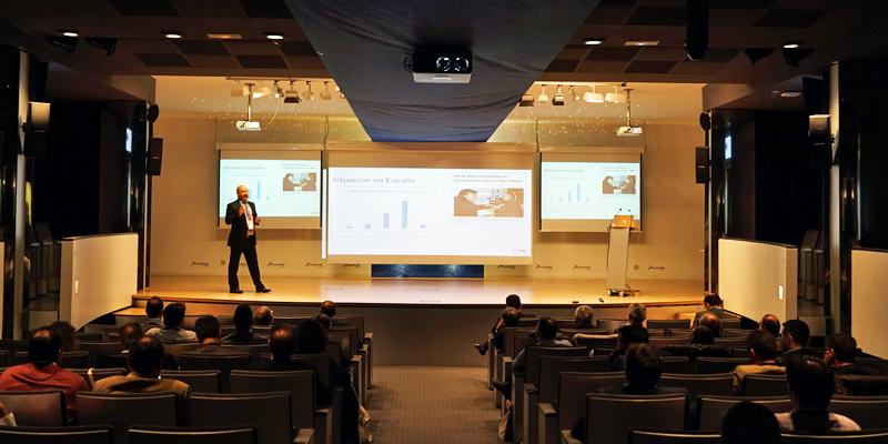 """Una de las conferencias que se desarrollaron en Burgos dentro de la Jornada dedicada a la gestión eficiente e inteligente del agua """"Desde el dato a la seguridad y su tratamiento""""."""
