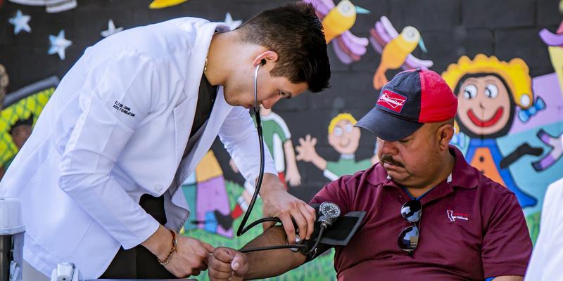 La plataforma se desplegará en 22 hospitales de Bogotá, es la primera vez que se implanta en Latinoaméricaprimera solución en Latinoamérica basada en el nuevo estándar de interoperabilidadFHIR de HL7.