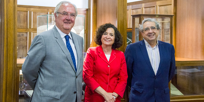 Pilar Aranda, rectora de la Unviersidad de Granada, junto a Mariano Barroso, presidente del Clúster Andalucía Smart City (izda.), y el rector de la Universidad de Málaga, José Ángel Narváez (drcha.).