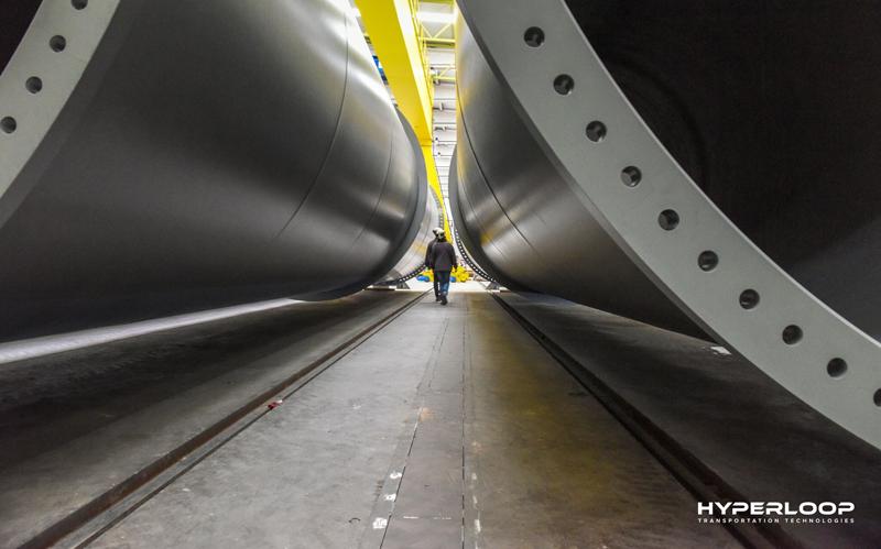 Planta de construcción de los túneles por los que circularán las cápsulas de transporte de Hyperloop TT.