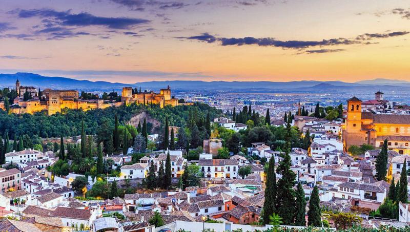 La consulta ciudadana lanzada por el Ayuntamiento de Granada pretende conocer opiniones y sugerencias relativas a la transformación de edificios públicos de la ciudad en edificios inteligentes.