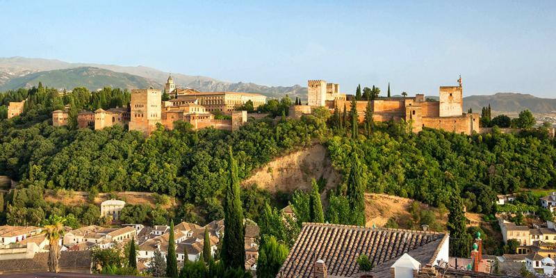 El Ayuntamiento de Granada ha presentado la candidatura para ser seleccionada por la Comisión Europea como Capital Europea del Turismo Inteligente, cuyo ganador se conocerá el próximo mes de septiembre.