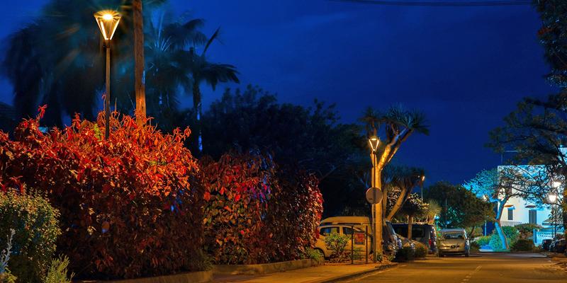 La protección del cielo de Puerto de la Cruz (Tenerife) para la observación de estrellas se ha tenido muy en cuenta en la elección de la tecnología del sistema de alumbrado LED inteligente instalado.