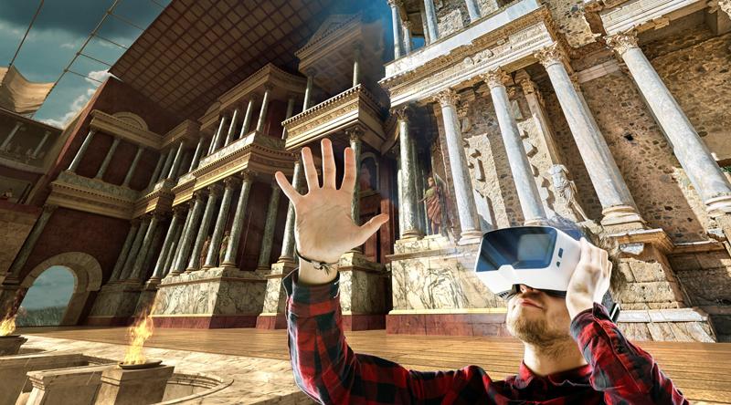 A través de unas gafas de realidad virtual o mediante una aplicación en cualquier dispositivo móvil, es posible viajar al pasado en las visitas al teatro y anfiteatro romano de Mérida (Badajoz).