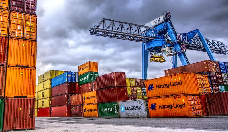 El transporte por mar contribuye entre el 3,5% y el 4% a las emisiones de azufre y los portacontenedores también son emisores de CO2.