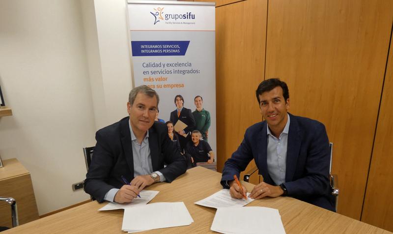 Firma del convenio entre Factor Energía y Grupo SIFU