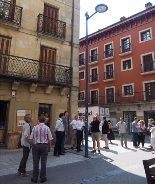 Representantes de otros municipios visitaron Rentería para conocer el sistema de alumbrado público inteligente que ha instalado este muncipio vasco.