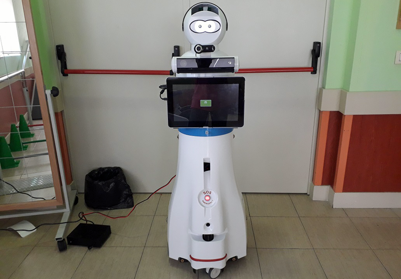 El robot que ha incorporado Ilunion a sus centros refuerza el acompañamiento a las personas mayores y dependientes.