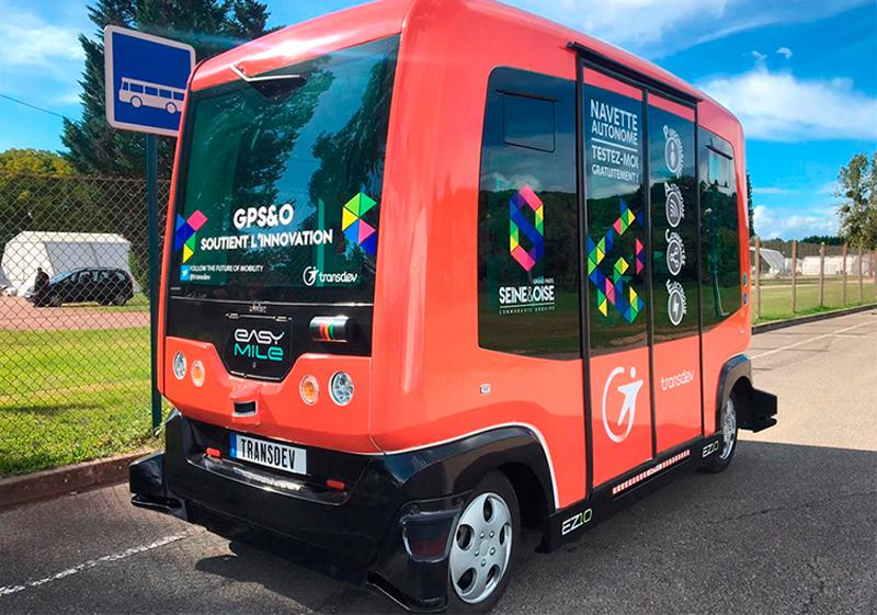 El autobús sin conductor inicia una gira por diferentes municipios de Cataluña para circular en pruebas con pasajeros y mostrar el funcionamiento de este tipo de vehículo autónomo.