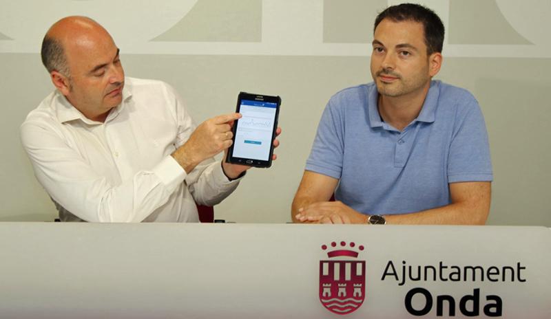 Presentación del piloto que llevará a cabo el Ayuntamiento de Onda junto a la empresa Facsa, en la que se demuestra el funcionamiento de los contadores inteligentes y el sistema de telelectura.