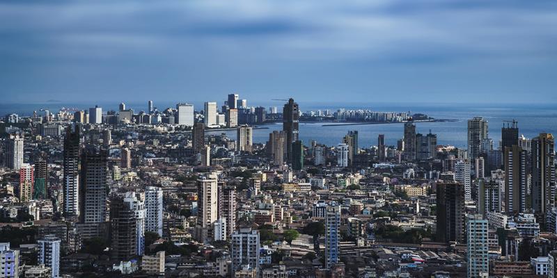 Bombay requiere de sistemas urbanos integrados y sostenibles que la hagan accesible a sus habitantes.