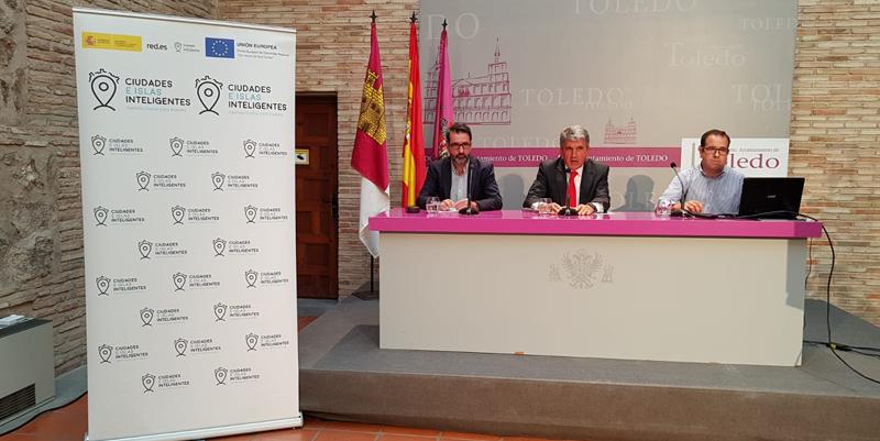 Rueda de prensa con tres ponentes. En rueda de prensa, explicaron la importancia de la plataforma de gestión de ciudad, que permite la integración y el control de todas las aplicaciones tecnológicas.