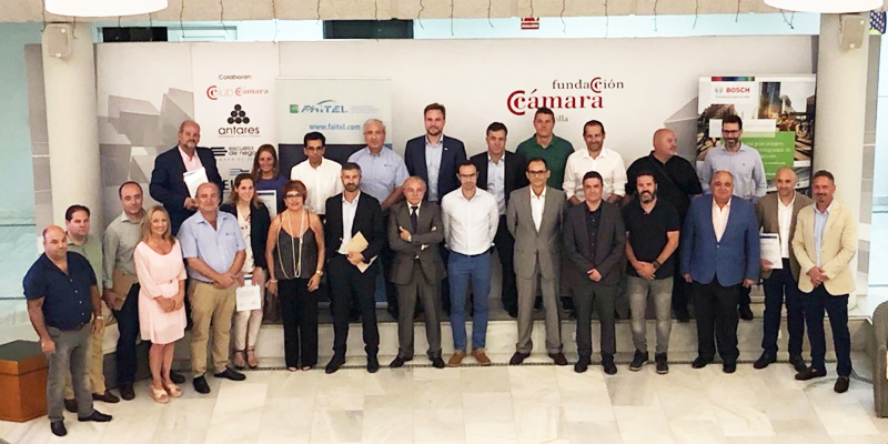 """Foto de familia del acto de entrega de certificados a las empresas andaluzas que han participado en el """"Bosch Smart Cities Partner"""" en Sevilla."""