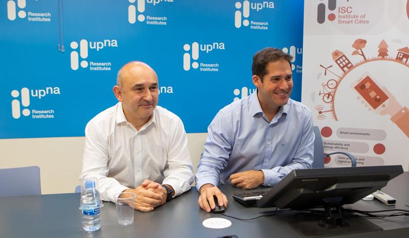 """Pablo Branchi e Ignacio R. Matías Maestro, investigadores del Instituto de Smart Cities de la Universidad Pública de Navarra que han desarrollado la herramienta de evaluación de tecnologías """"Smart City Tool""""."""