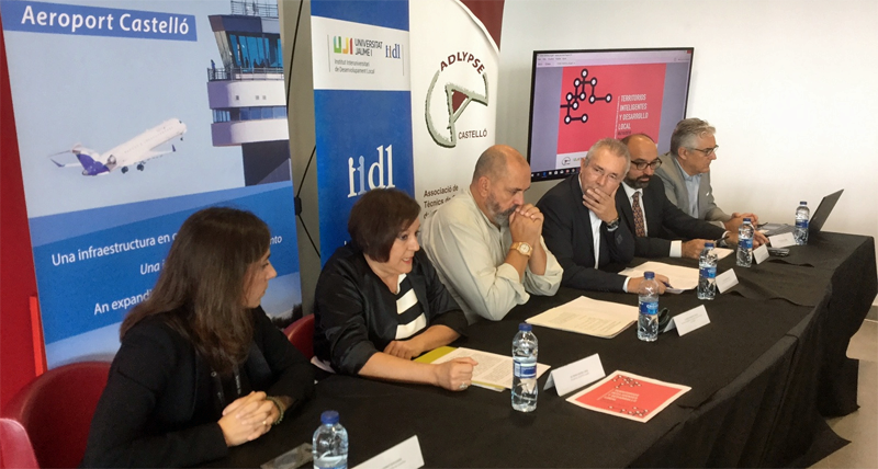 """Inauguración de la jornada técnica """"Territorios inteligentes y desarrollo local"""" celebrada el pasado viernes en el aeropuerto de Castellón."""