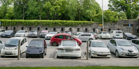 En 2025 los vehículos nuevos en Noruega deberán ser eléctricos y el tráfico aéreo nacional lo será en 2040
