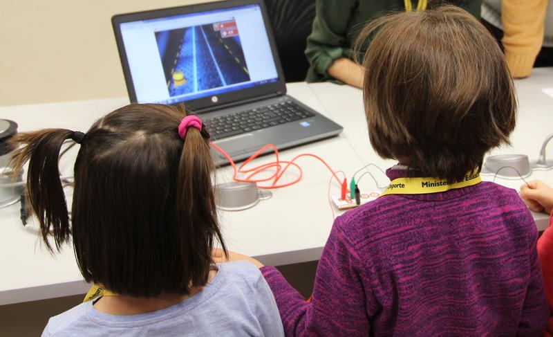 La conexión a Internet de banda ancha llega a más de 17.000 alumnos de los 27 centros públicos con el programa Red Educativa de Melilla.