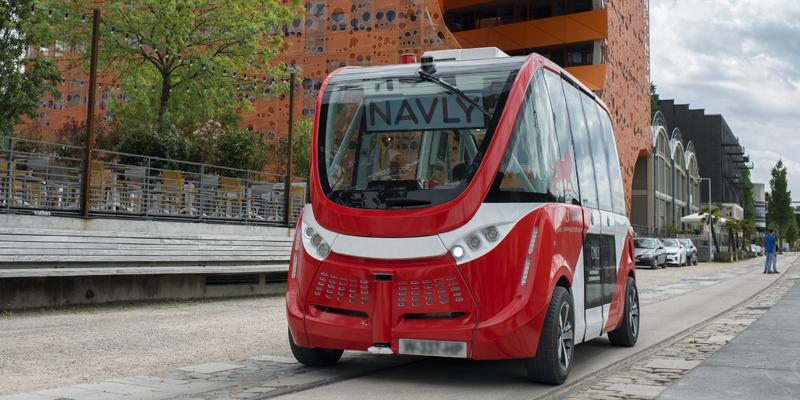 Adaptacion-regulacion-eruopea-llegada-vehiculo-autonomo-conectado-legislacion-minibus-autonomo-destacada