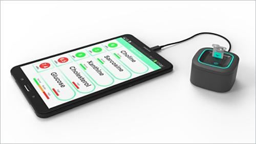 El dispositivo consta de un chip CMOS y un sensor que se conectan a un dispositivo en el que se instala la App móvil donde se puede visualizar la información recogida por el chip.