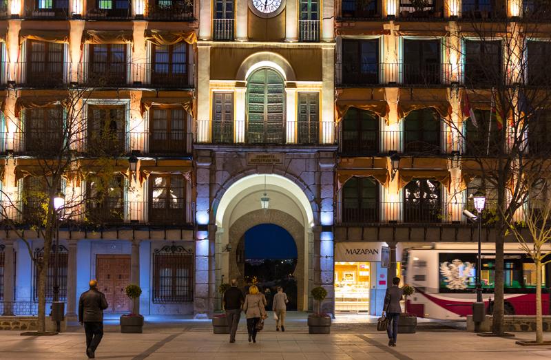 Se han instalado más de 400 luminarias LED en la fachada del Gobierno Civil de la plaza.
