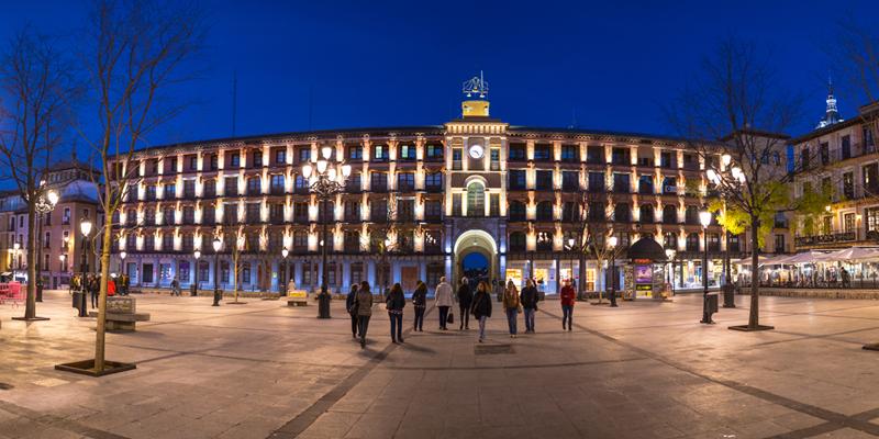 La Plaza Zocodover es el centro neurálgico de Toledo.