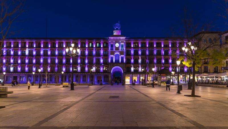 El Ayuntamiento de Toledo y Signify han querido devolver a la Plaza Zocodover todo su protagonismo con iluminación artística.
