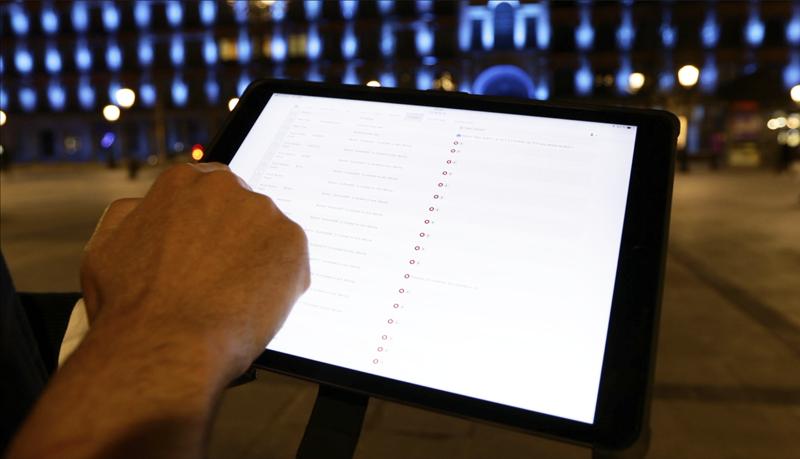 Una de las grandes ventajas de este sistema de iluminación es su gestión remota y desde cualquier dispositivo, como una tablet.