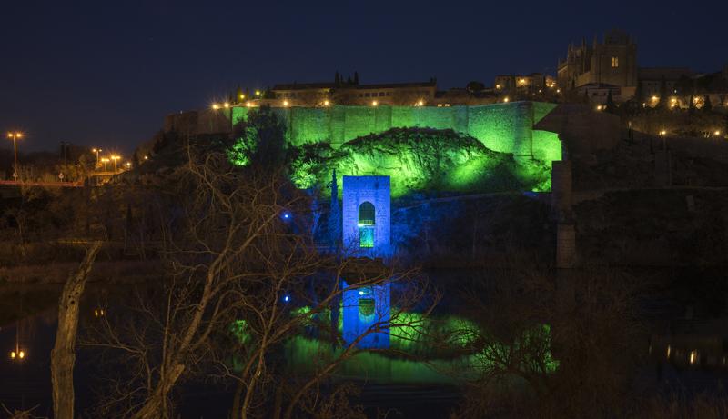 Una de las múltiples escenas que pueden programarse para iluminar los monumentos de Toledo, en este caso el Torreón del Baño de la Cava.