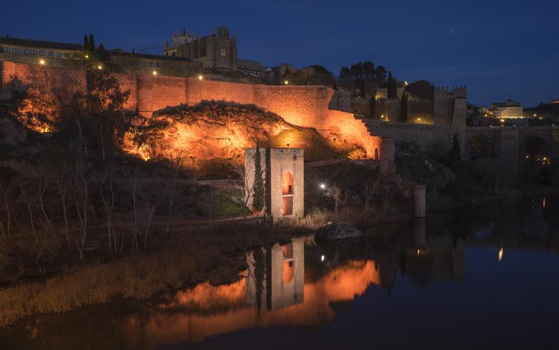 Entorno del Torreón Baños de la Cava, en curso de río Tajo, es otro de los monumentos que cuentan con iluminación artística y de gestión remota.