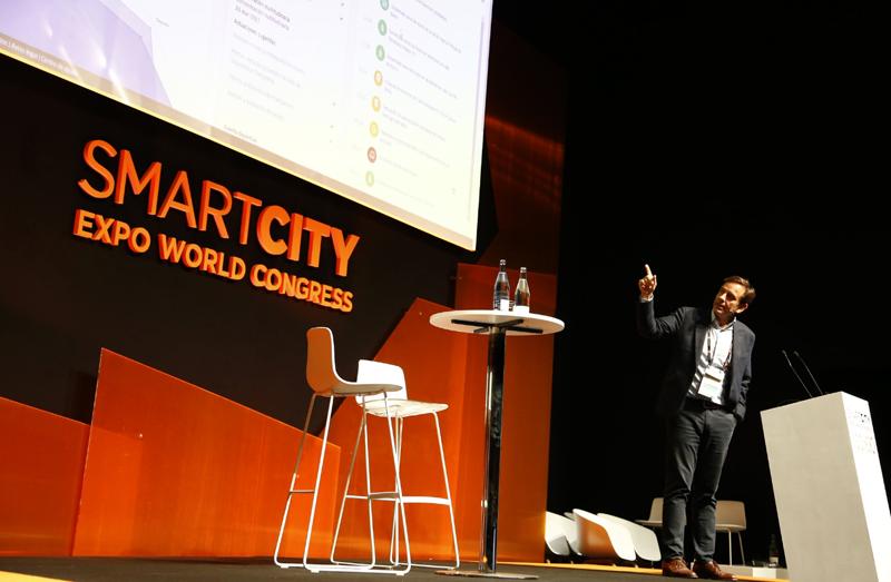 Presentación de Alberto Bernal, director global de Smart Cities de Minsait, la plataforma de destinos turísticos inteligentes.