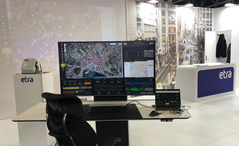 Centro de control para la ciudad en el stand de ETRA en Smart City Expo World Congress.