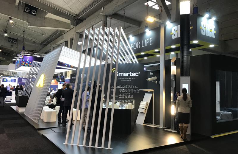 Salvi Lighting mostró sus nuevas luminarias conectadas, así como las opciones de su sistema de alumbrado inteligente Smartec en Barcelona. Foto: Salvi.