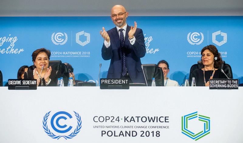 Michał Kurtyka, presidente de la COP24,durante el anuncio del acuerdo alcanzado por los 196 países participantes en la Cumbre de ONU sobre el Cambio Climático en Katowice.