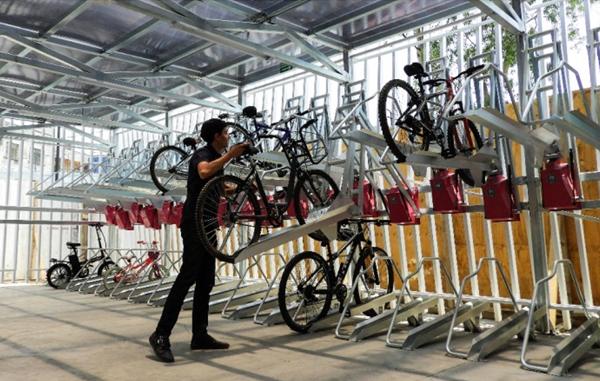 Figura 5. Uso del sistema de aparcamiento inteligente de bicicletas.