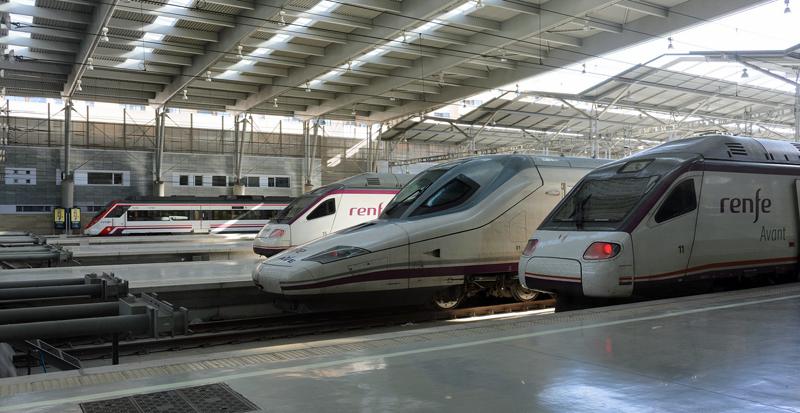 La energía del frenado de los trenes se convierte en electricidad para las baterías de vehículos mediante el proyecto Ferrolinera.