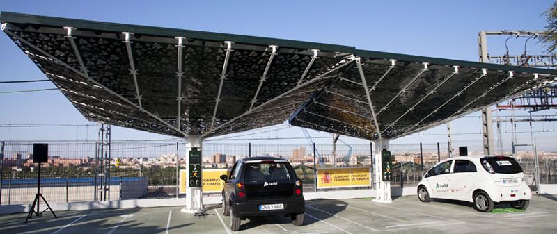 Puntos de recarga del proyecto en instalaciones de Adif con marquesinas fotovoltaicas.