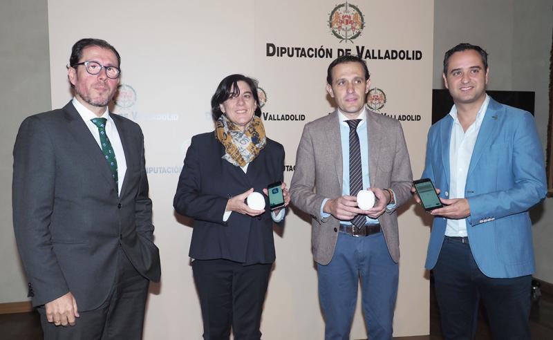 """Presentación del plan de accesibilidad del municipio de Serrada (Valladolid) en el que se presentaron los """"beepcons"""" o balizas inteligentes que se instalarán en el pueblo."""