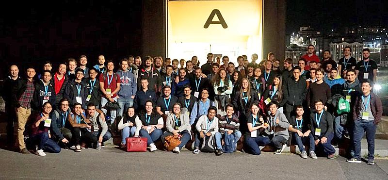 Foto de familia de los participantes en el IV Hack2Progress de CIC Consulting Informático y la Universidad de Cantabria.