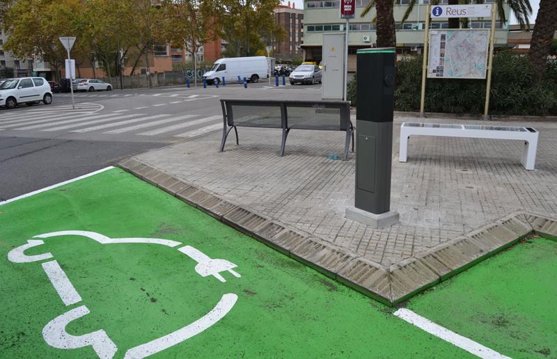 El contrato público tiene un presupuesto de algo más de 250.000 euros que cubrirá la compra de 10 coches eléctricos y la aplicación de carsharing para los servicios municipales del Ayuntamiento de Reus.