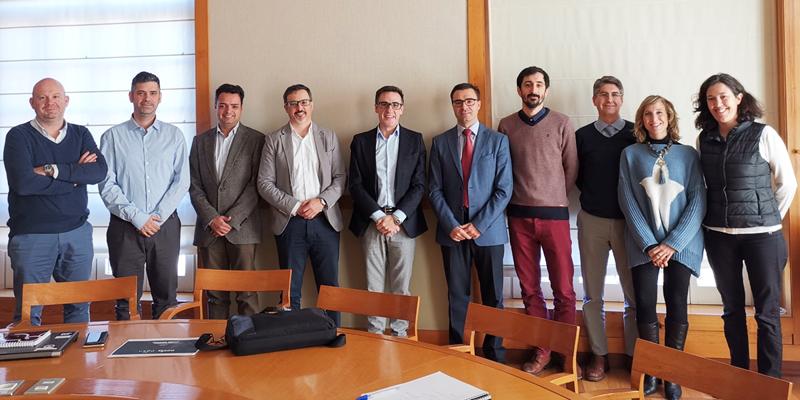 Reunión mantenida entre técnicos del Gobierno de Aragón y el equipo adjudicatario del contrato para desarrollar la aplicación de tecnología blockchain en el proceso de registro y evaluación de ofertas en licitaciones públicas.