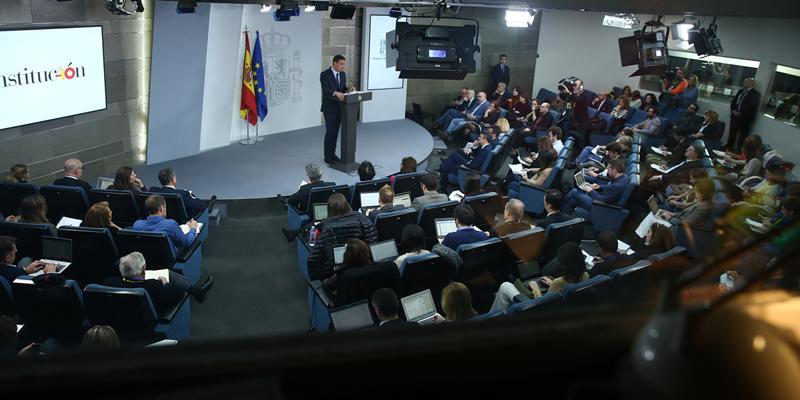 Rueda de prensa de Pedro Sánchez tras el Consejo de Ministros que aprobó el aumento del presupuesto del programa de ayudas para fomentar la economía baja en carbono.