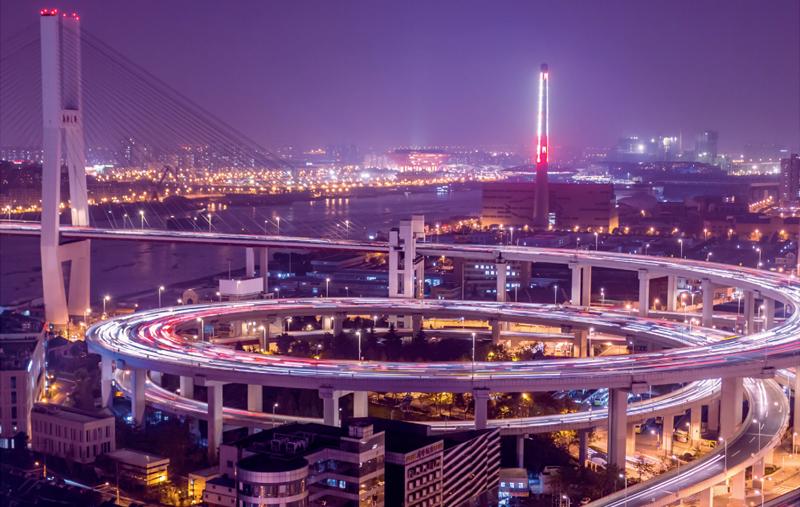"""Indra analiza el futuro de la movilidad en un informe titulado """"Tendencias del Sector Transporte""""."""