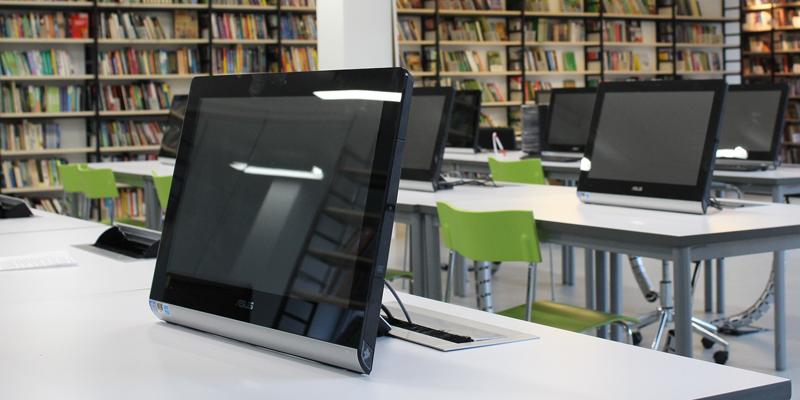"""La extensión de la banda ancha ultrarrápida en los colegios e institutos públicos de Cantabria a través del programa """"Escuelas Conectadas"""" supondrá una inversión de 2,5 millones de euros."""