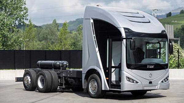 """Camión eléctrico denominado """"ie-truck"""" destinado a la recogida de residuos."""