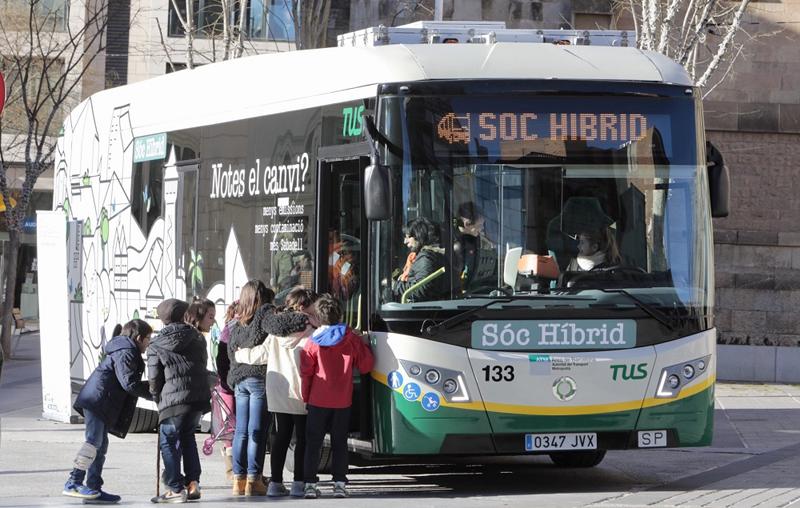 Sabadell va a promocionar la movilidad verde en las escuelas. Autobús híbrido eléctrico