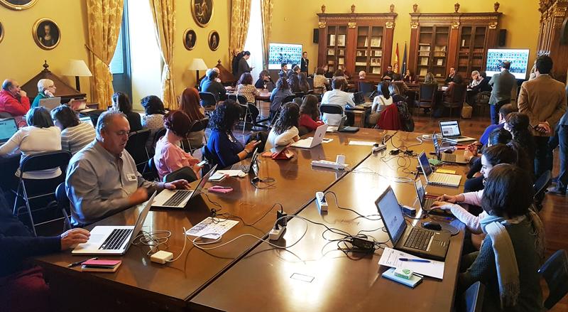 """Presentación de la """"ComunidadBNE"""" en la Biblioteca Nacional con la presencia de colaboradores virtuales que ya participan en el proyecto."""